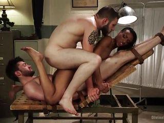 Нарезки анавльного группового порно