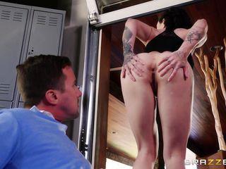 Порно девка села на лицо